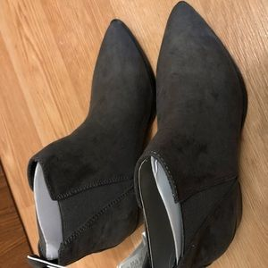 Old Navy Gray Chelsea Ankle Boots Size 6